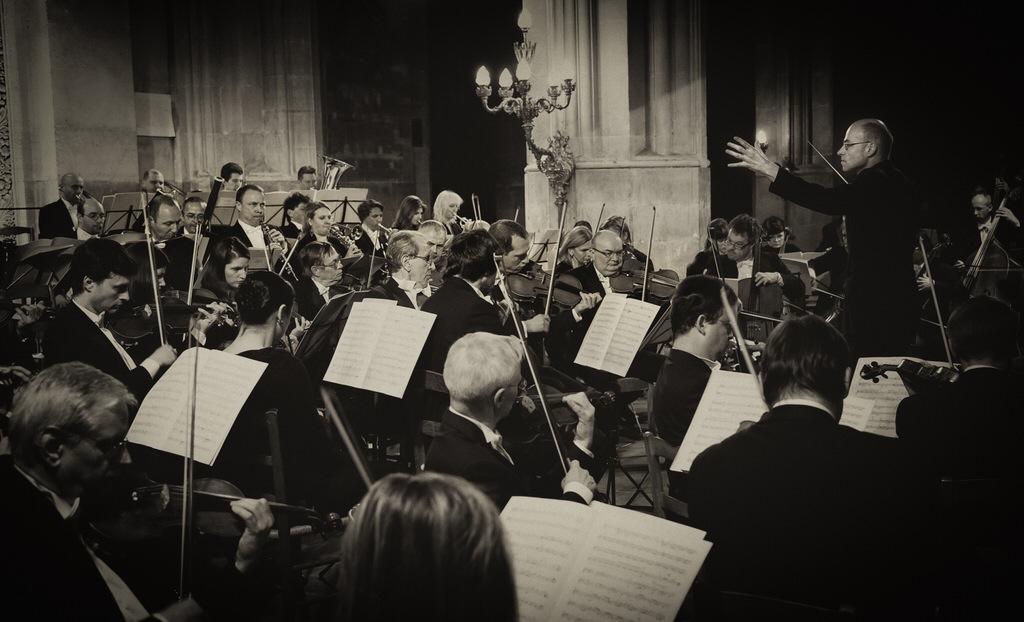 Johannes Skudlik et l'Orchestre philharmonique de Prague.